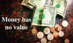 お金に価値はない。若いうちは貯金せずに使うべき